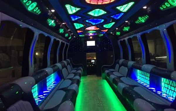 Mega-40-Party-Bus-int